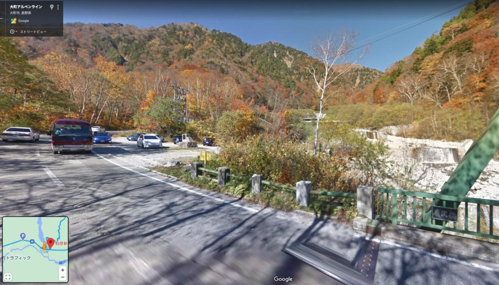 柏原新道登山口駐車場 橋を渡ってすぐ右手にあります